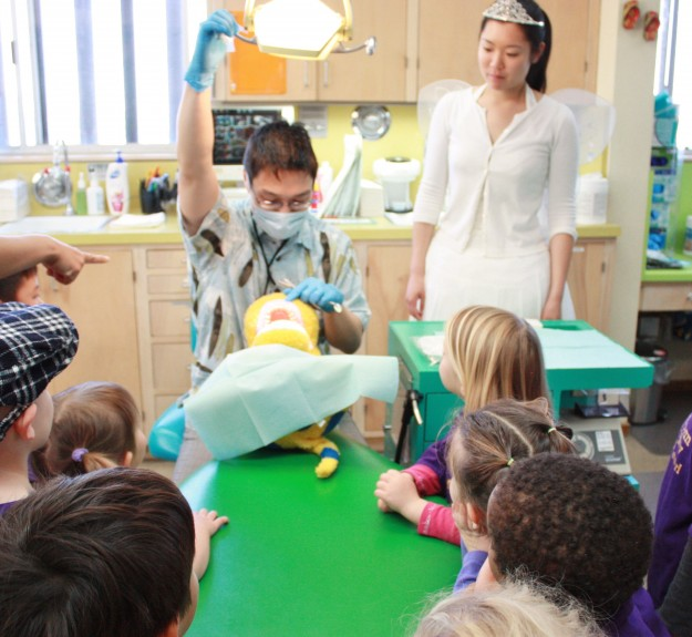 Dentist visiting an elementary school