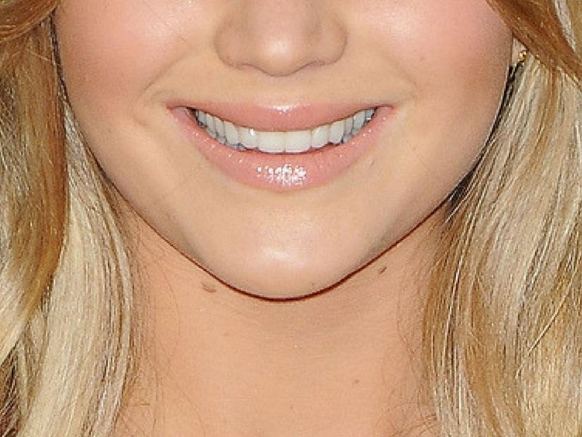 jennifer lawrence smile closeup