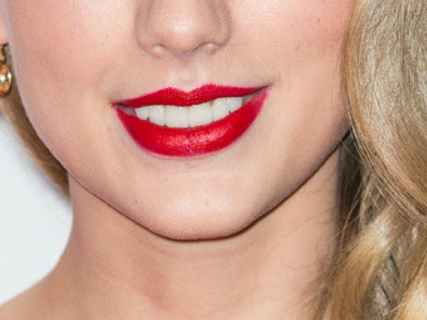 taylor swift smile closeup