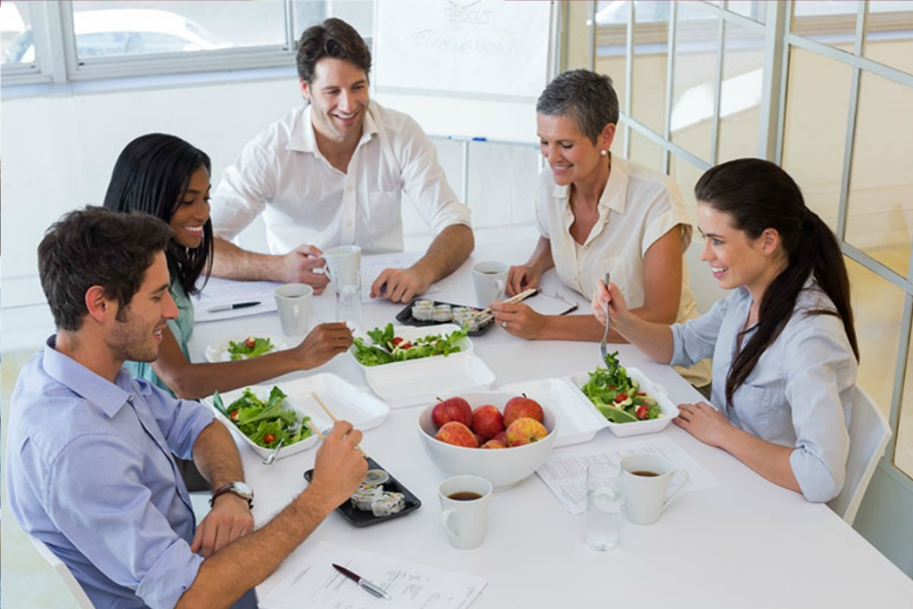 coworkers eating healthy lunch together
