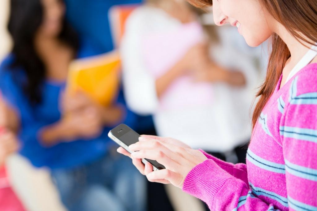 teen girl texting